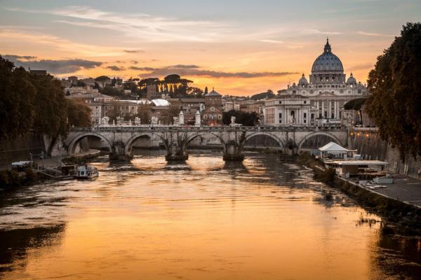 Dónde ver el mejor atardecer en Roma - Río Tíber de noche desde el Aventino