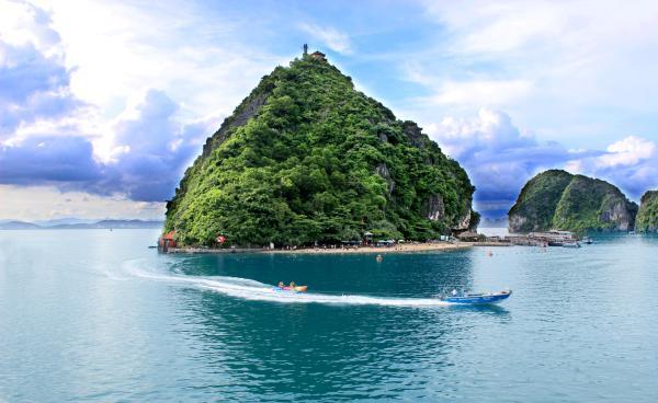 Playas paradisíacas en Vietnam que tienes que conocer - Titop, la playa más conocida de Ha Long