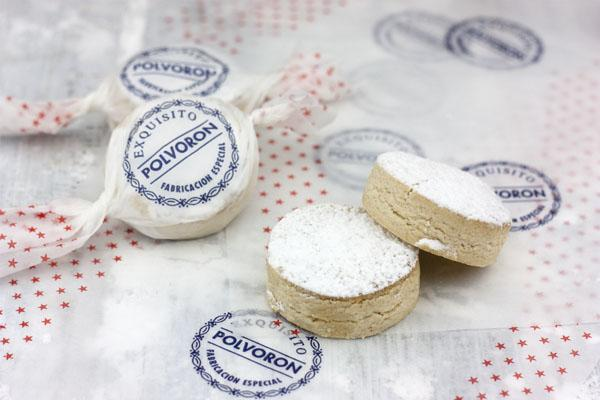 6 dulces típicos de la navidad en España - Polvorón, un clásico de las cenas navideñas