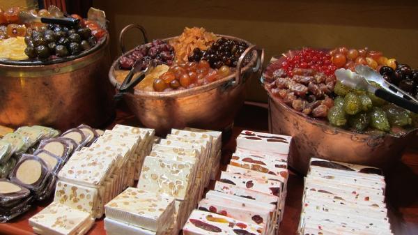 6 dulces típicos de la navidad en España - Turrón, uno de los dulces más típicos de las navidades