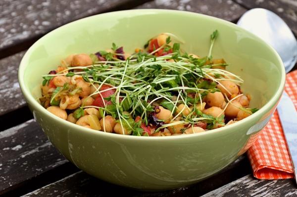 Ideas de comida para llevar al trabajo sin calentar - Ensalada de garbanzos: fácil y sana