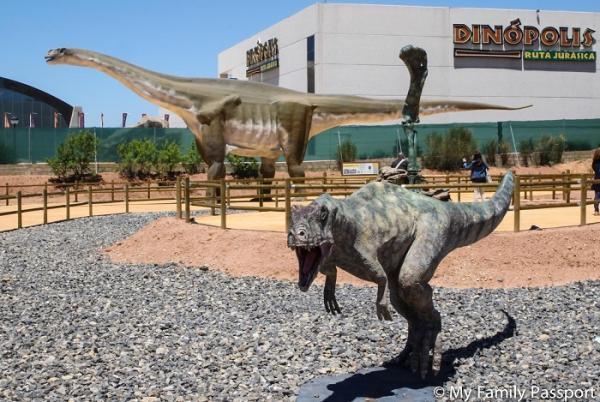 Los mejores destinos para viajar con niños en España - Dinópolis, Teruel: ideal para ir con niños