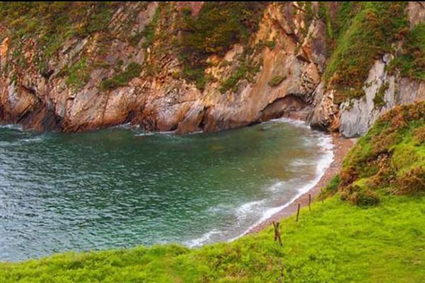 Playas para ir con perros en Asturias - Cala Salencia, en Cudillero