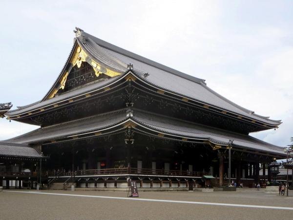 Templos budistas en Japón - Templo Higashi Honganji de Kioto, otro de los templos más importantes de Japón