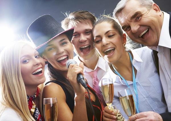 5 ideas de fiestas temáticas originales para adultos