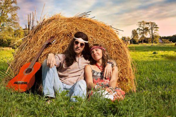 5 ideas de fiestas temáticas originales para adultos - Fiesta de temática hippie