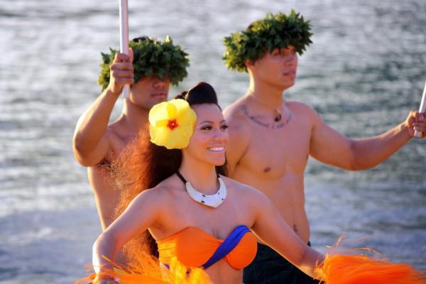5 ideas de fiestas temáticas originales para adultos - Fiesta temática hawaiana