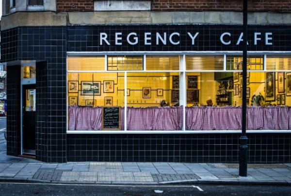 Dónde comer bien y barato en Londres - El Regency Café de Londres, ideal para desayunar