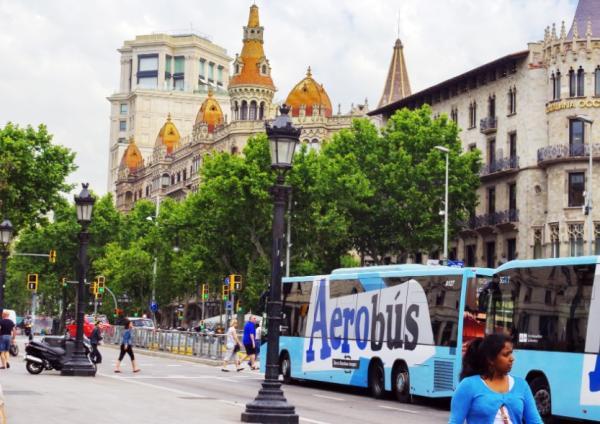 Qué ver en Barcelona con niños - Aerobús Barcelona