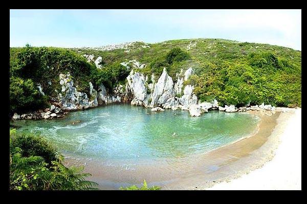 Playas bonitas en Asturias - Playa de Gulpiyuri (Llanes)