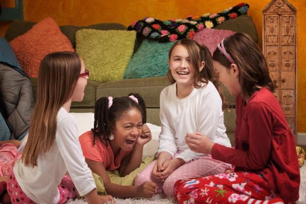 Cómo hacer una fiesta de pijamas divertida
