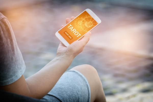 Tarot presencial o telefónico: ¿qué es mejor para ti? - ¡Descúbrelo! - Cómo es el tarot telefónico