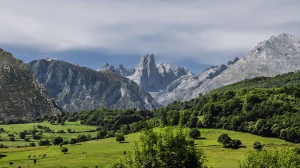 Qué ver en los Picos de Europa - Bulnes y el Naranjo de Bulnes, imágenes icónicas de los Picos de Europa