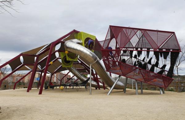 Los mejores parques infantiles en Madrid - Parque del Dinosaurio del Manzanares