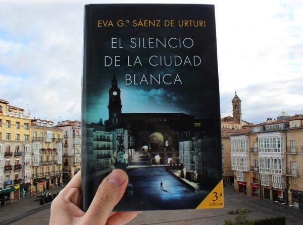 Las mejores novelas policíacas actuales - El silencio de la ciudad blanca de Eva García Sáenz de Urturi