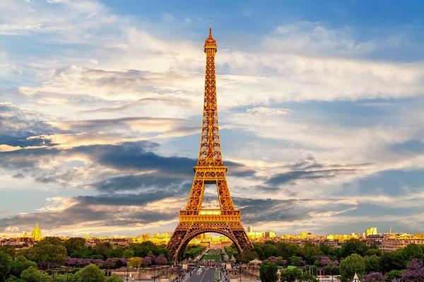 Qué hacer en navidad en París - Una cena romántica en la Torre Eiffel