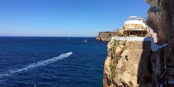 Dónde ver el mejor atardecer en Menorca - Cova d'En Xoroi, preciosos atardeceres en Menorca