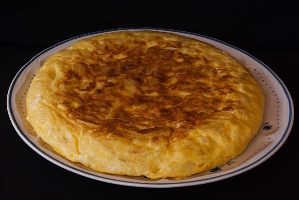 Ideas de comidas frías para la playa - Tortilla de patata, una de las mejores ideas de comidas frías para la playa