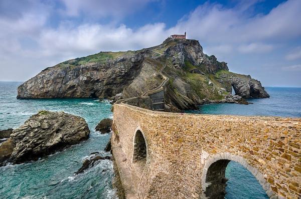 Los 8 mejores sitios para pedir matrimonio en España - San Juan de Gaztelugatxe, un lugar mágico lleno de historia
