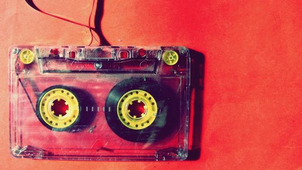 Ideas de decoración para fiestas de los años 80 - Decora con cintas de casette y vinilos