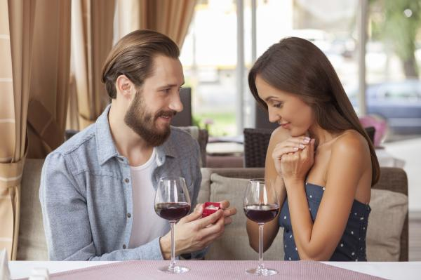 Cómo pedir matrimonio por WhatsApp - Otra forma de pedir matrimonio por Whatsapp - haz una yincana