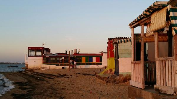Dónde ver el mejor atardecer en Cádiz - La Playa de la Casería, atardecer en Cádiz muy marinero